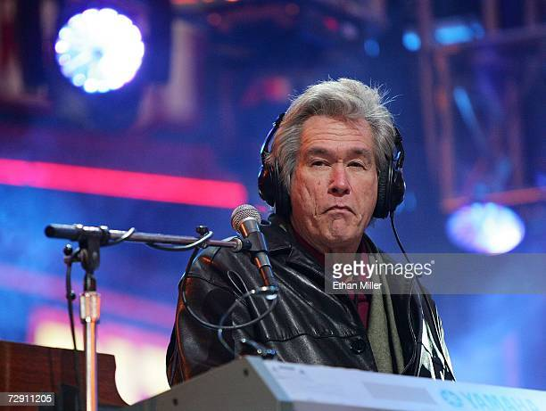 Chicago keyboardist/guitarist Bill Champlin performs during the 'CD USA' New Year's Eve event at the Fremont Street Experience December 31 2006 in...
