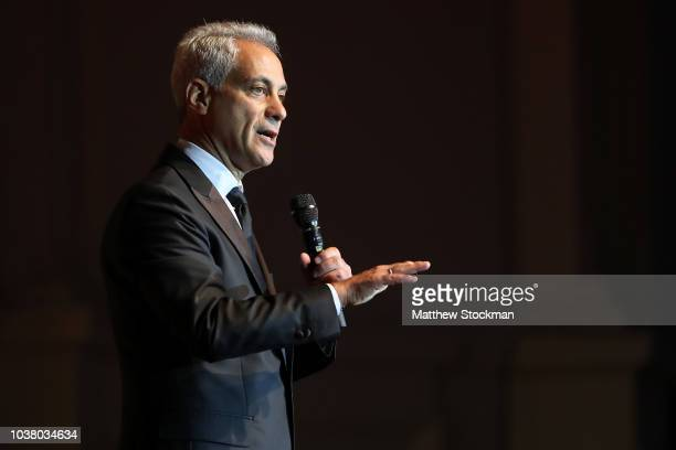 Chicago Mayor Rahm Emanuel addresses the audiance during the Laver Cup Gala at the Navy Pier Ballroom on September 20 2018 in Chicago Illinois The...