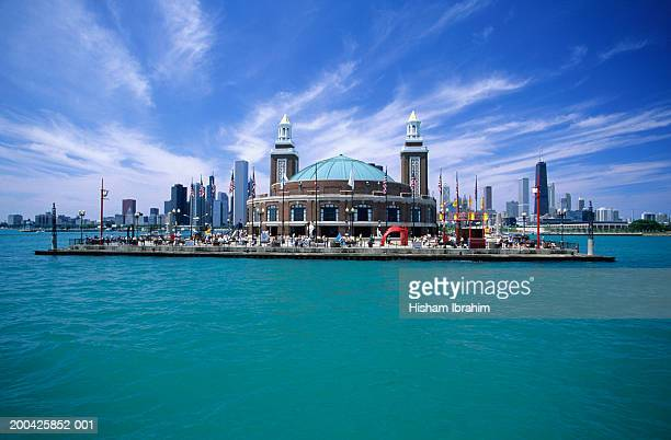 usa, chicago, navy pier and chicago skyline from lake michigan - navy pier stock pictures, royalty-free photos & images