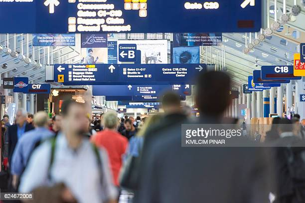 chicago o'hare airport passenger terminal - ohare airport stock pictures, royalty-free photos & images