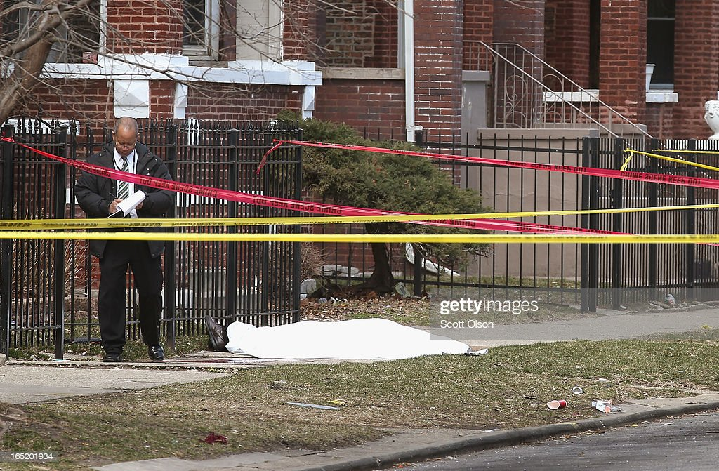 Chicago police investigate the murder of a 24-year-old man who was shot and killed on South Eberhart Avenue on the city's South Side April 1, 2013 in Chicago, Illinois. According to published reports, the man was the 73rd homicide victim and the 39th victim under the age of 25 in Chicago in 2013.
