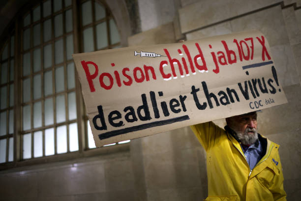 IL: Chicago Cops And City Workers Protest Vaccine Mandates Outside City Hall