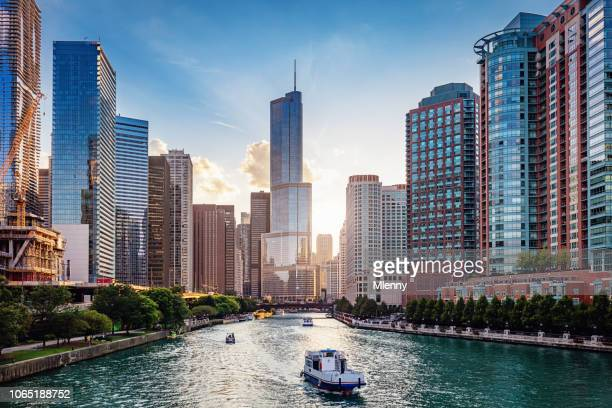 chicago river cityscape at sunset - skyscraper imagens e fotografias de stock