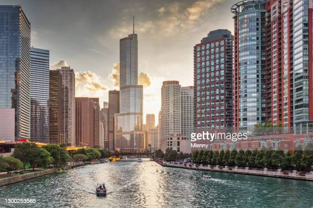 chicago river cityscape sunset downtown chicago skyscrapers - mlenny stock pictures, royalty-free photos & images