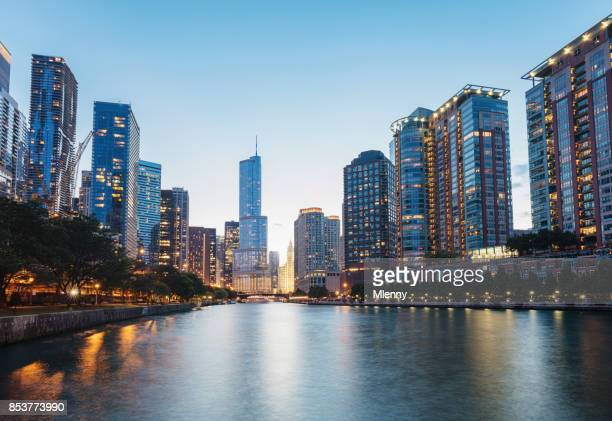 chicago river cityscape twilight dusk - chicago river stock pictures, royalty-free photos & images