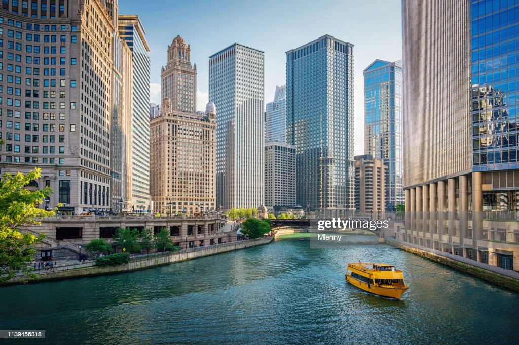 Chicago River Tourboat Downtown Chicago Skyscrapers : Stock Photo