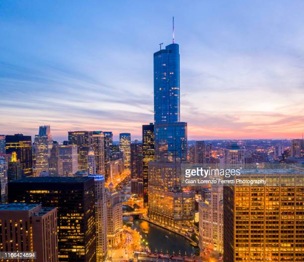 chicago riverwalk sunset - trump international hotel & tower chicago stock pictures, royalty-free photos & images