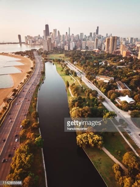 chicago skyline vista aérea - michigan fotografías e imágenes de stock