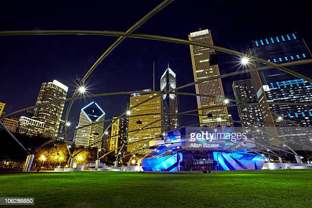 chicago skyline and landmarks - jay pritzker pavillion stock photos and pictures