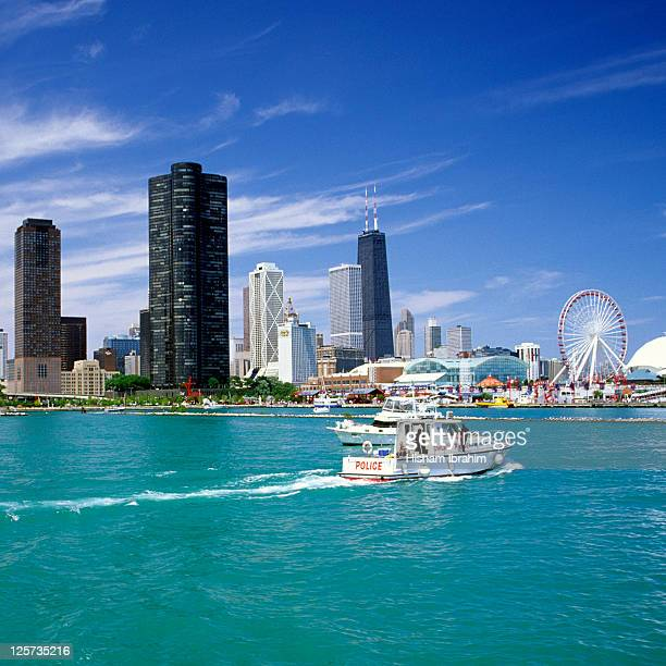 chicago skyline and navy pier park, chicago, il - navy pier stock pictures, royalty-free photos & images