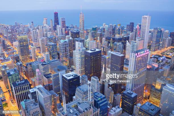 chicago skyline at dusk - chicago stock pictures, royalty-free photos & images