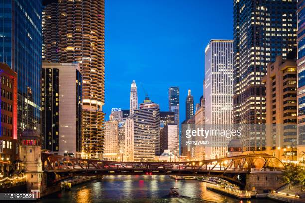 chicago skyline at night - chicago river stock pictures, royalty-free photos & images
