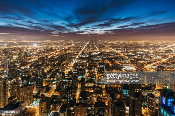 chicago skyline at night - chicago illinois stock pictures, royalty-free photos & images