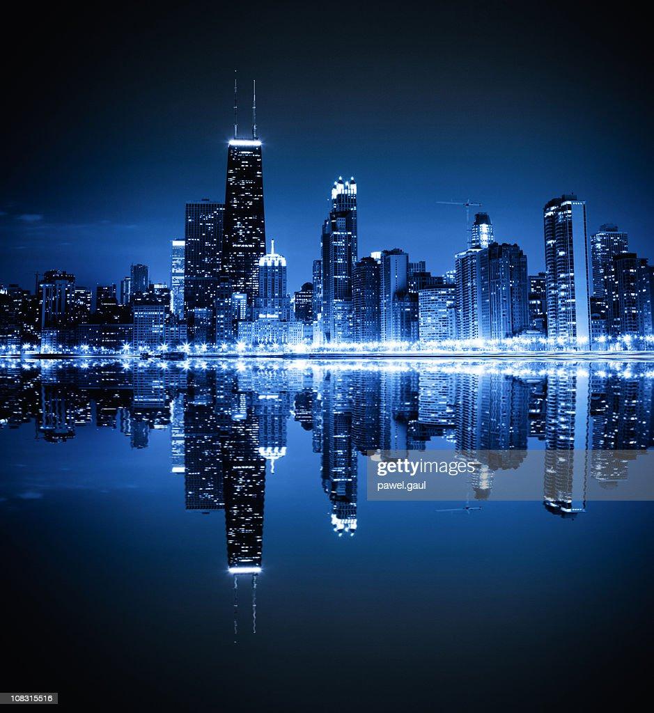 Chicago skyline by night : Stock Photo