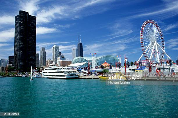 chicago skyline, navy pier park and lake michigan - navy pier stock pictures, royalty-free photos & images