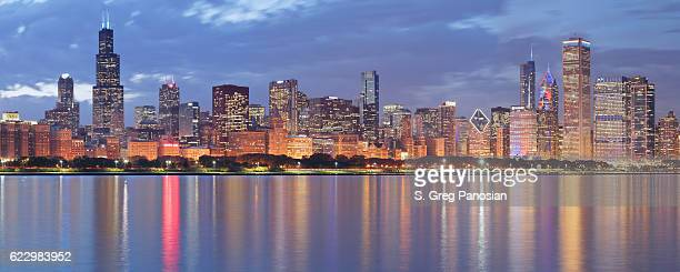 chicago skyline panorama at night - chicago stock pictures, royalty-free photos & images