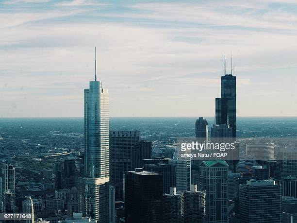 chicago skyline - trump international hotel & tower chicago stock pictures, royalty-free photos & images