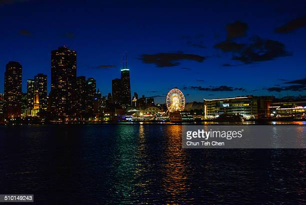 chicago skyline with lake michigan - navy pier stock pictures, royalty-free photos & images