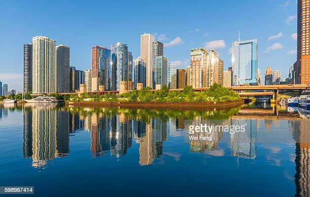 chicago skyscrapers with reflections - lake michigan stock pictures, royalty-free photos & images