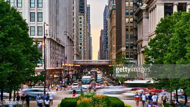 chicago street. subway train. traffic. park. - downtown district stock pictures, royalty-free photos & images