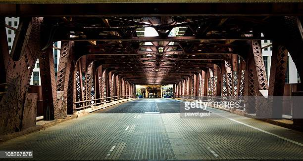 chicago rua sob a ponte de metal - descrição geral - fotografias e filmes do acervo
