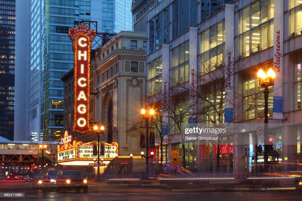 Chicago Theater at dusk : Stock Photo