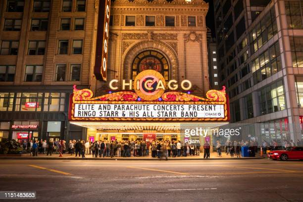 chicago theatre at night in downtown illinois usa - chicago theater stock pictures, royalty-free photos & images