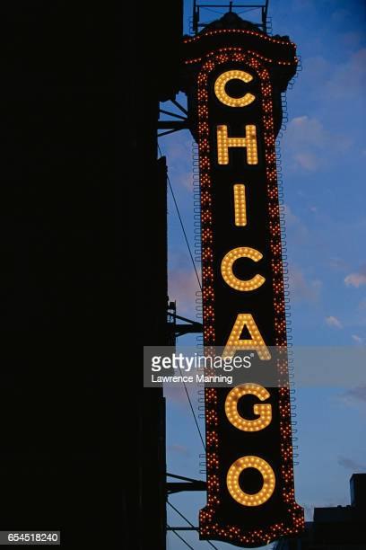chicago theatre sign - chicago theater stock pictures, royalty-free photos & images