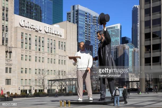 chicago tribune, lincoln statue - rainer grosskopf stock-fotos und bilder