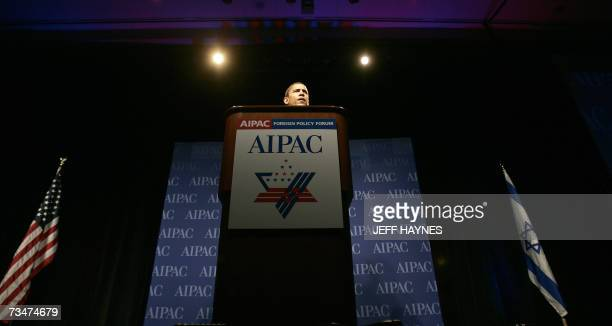 Presidential hopeful Senator Barack Obama addresses the American Israel Public Affairs Committee forum on Foreign Policy 02 March 2007 in Chicago...