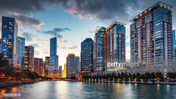 chicago urban skyine at sunset downtown chicago cityscape panorama - mlenny stock pictures, royalty-free photos & images