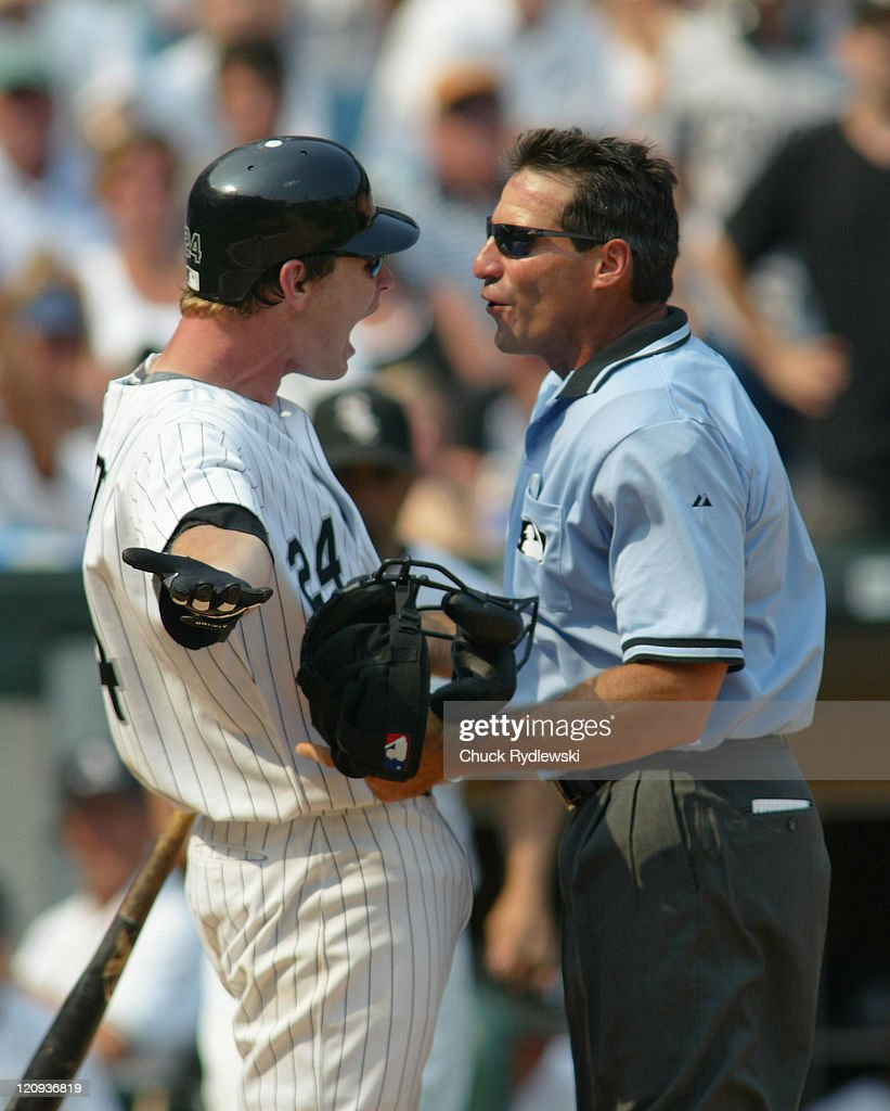 Chicago Cubs vs Chicago White Sox - June 26, 2005 : News Photo