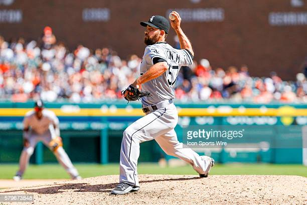 Chicago White Sox relief pitcher Zach Putnam delivers a pitch during the seventh inning of a regular season game between the Chicago White Sox and...