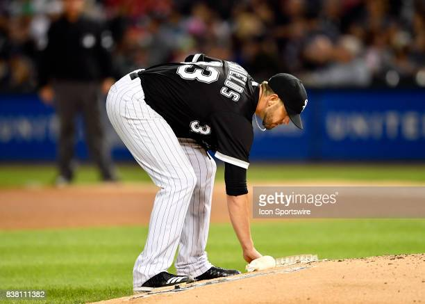 Chicago White Sox starting pitcher James Shields grabs the rosin bag during the game between the Minnesota Twins and the Chicago White Sox on August...