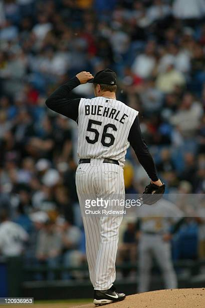 Chicago White Sox' Starting Pitcher Mark Buehrle doffs his cap to his right fielder Jermaine Dye who took a home run away from Bobby Crosby during...