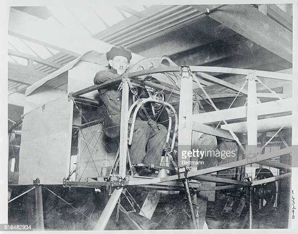 Chicagoan plans 24 hour flight to Paris Cuno Rheden prominent Chicago aviator and inventor of many types of flying machines at work on the special...