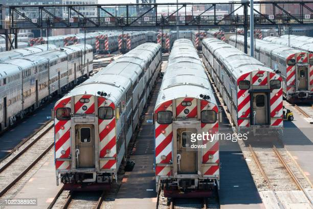 chicago,ill,usa-jul 18,2018:the extensive public train rail tracks and commuter transit rail transportation system in downtown chicago, illinois - jul photos et images de collection