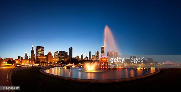 Chicagos Buckingham Fountain and Skyline at Dusk