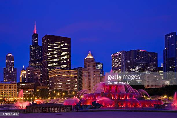 Chicago's Buckingham Fountain at dusk with the city skyline in the background. Located in Grant Park on Chicago's lakefront, the fountain provides a...