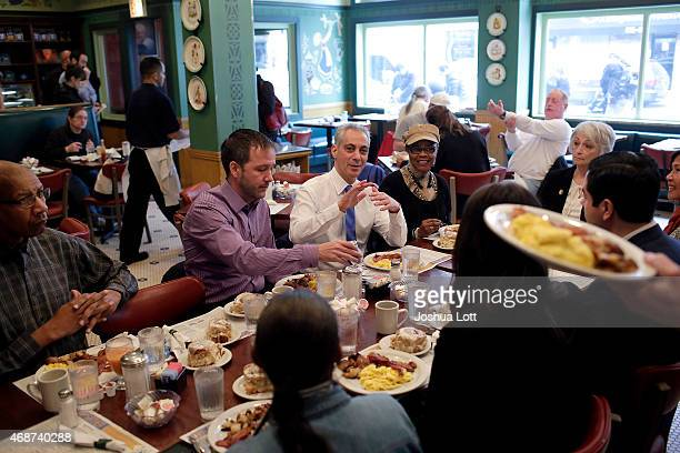 Chicago's mayor and candidate for reelection Rahm Emanuel eats breakfast at Ann Sather's with his campaign workers April 6 2015 in Chicago Illinois...