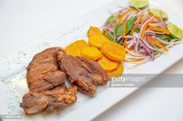 chicharrones with sweet potatoes - chicharrones fotografías e imágenes de stock