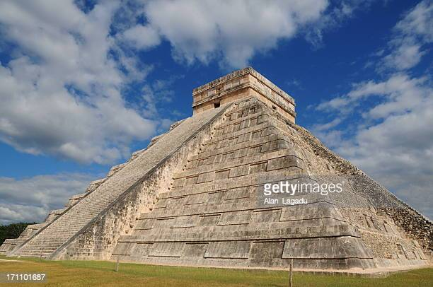 chichen itza, mexico. - kukulkan pyramid stock photos and pictures