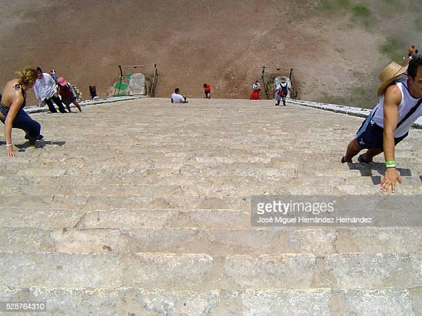 Chichen Itza Pyramid, Yucatan, Mexico (Wonders of the World)