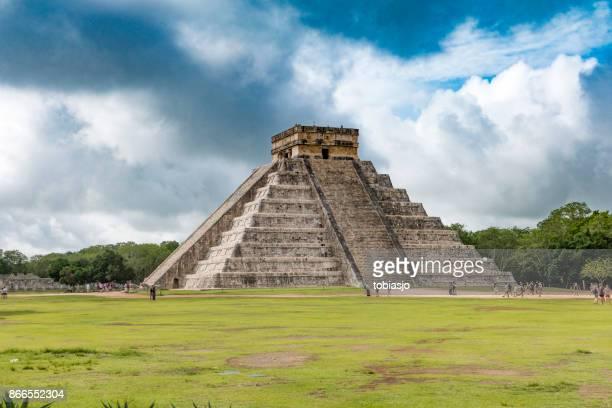 chichen itza pyramids mexico - aztec civilization stock photos and pictures