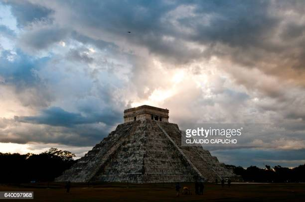 chichén itzá main pyramid - claudio capucho stock photos and pictures