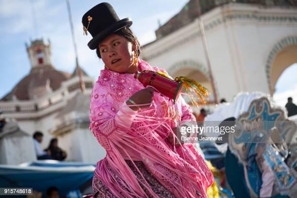 chicholita during fiesta de la virgen de candelaria, copacabana, bolivia - fiesta de la virgen de la candelaria fotografías e imágenes de stock
