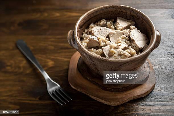 poulet et risotto de champignons - poulet viande blanche photos et images de collection