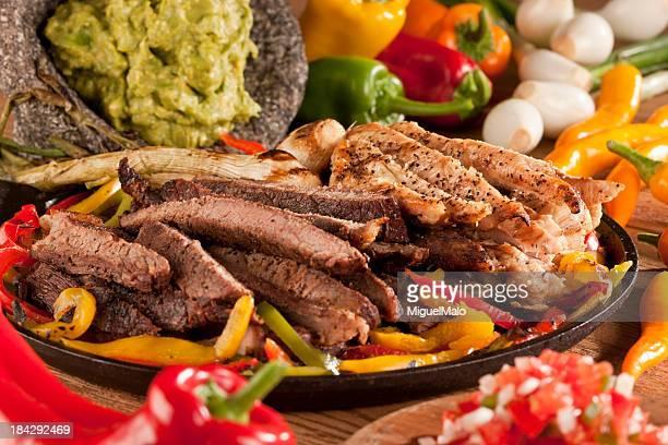 frango e lombo fajita - carne assada imagens e fotografias de stock