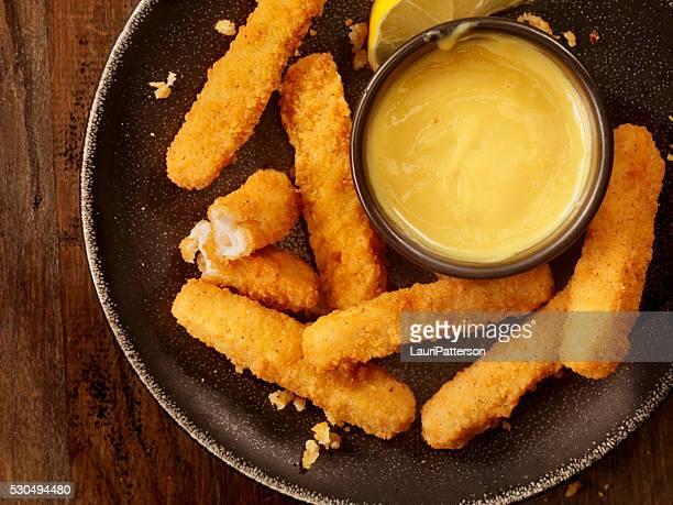 Poulet et frites avec sauce à la moutarde au miel
