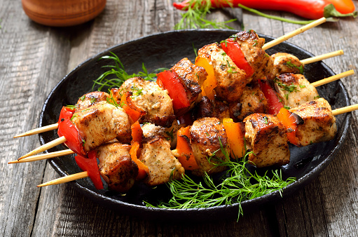 Chicken kebab with bell pepper 912629972